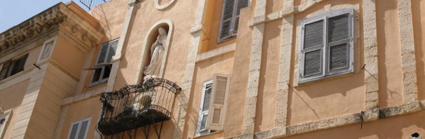 Cagliari, quartire di Marina: Facciata del portico al lato della chiesa di Santa Rosalia